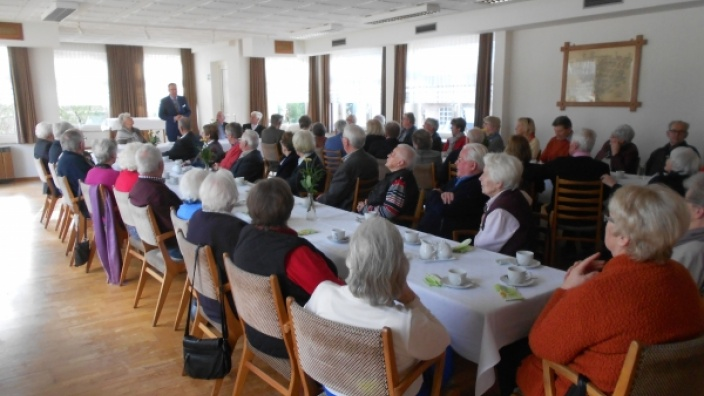 Bürgermeister Ulf Stecher berichtet der Seniorenunion